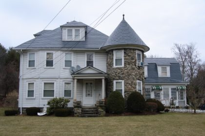 Charcoal Alumimum Shingles on a home in Maine.